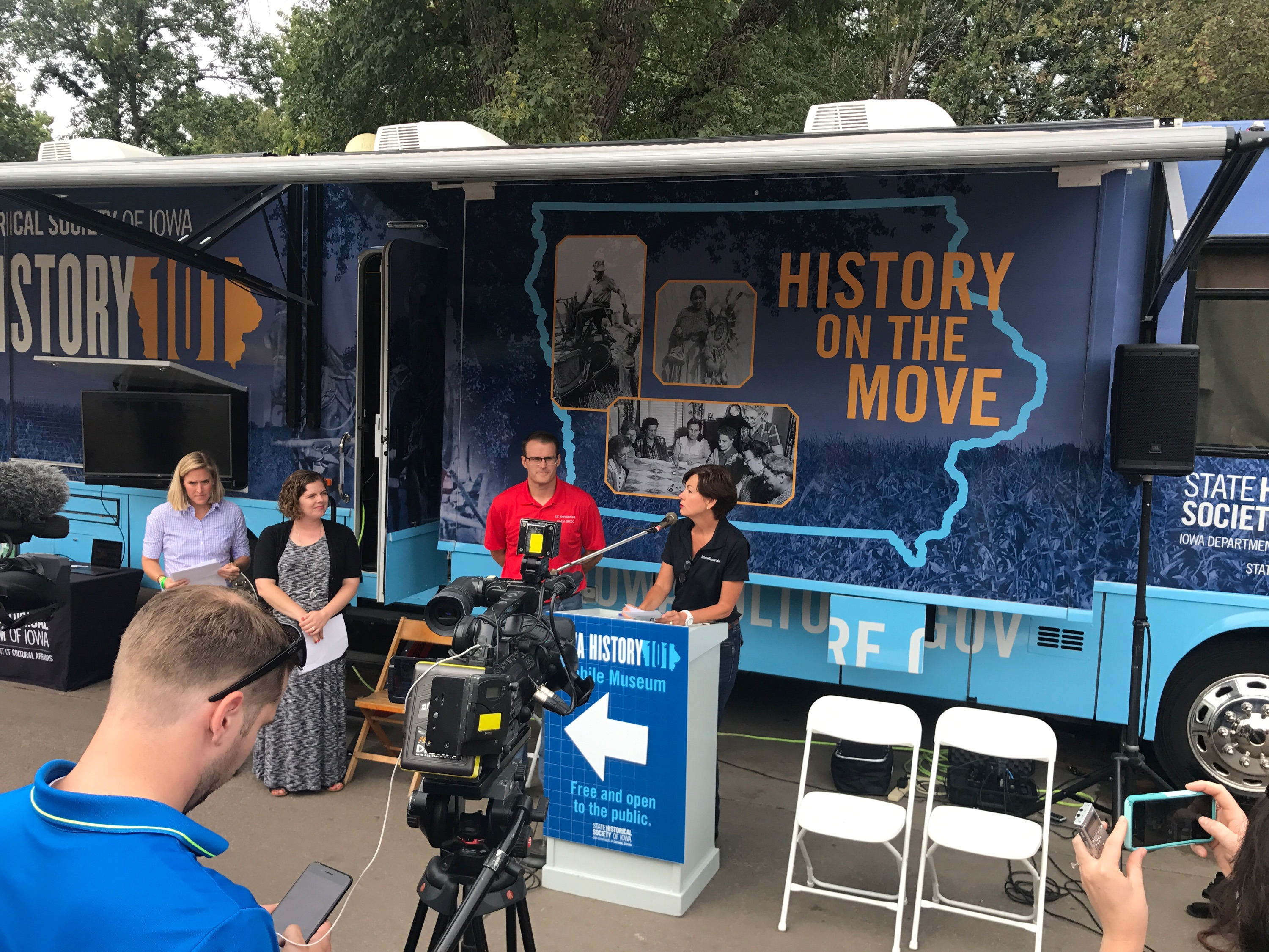Gov. Reynolds, Lt. Gov. Gregg introduce mobile museum to fairgoers