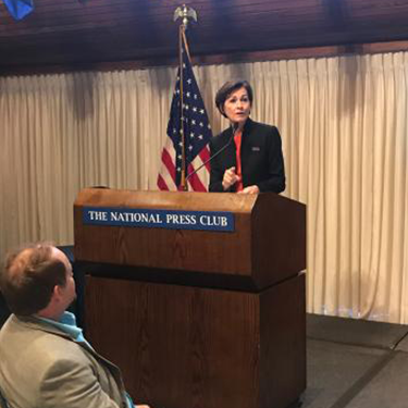 Gov. Reynolds receives national Stand Up for STEM award
