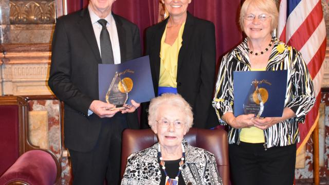 2 Iowans receive award for lifetime of volunteerism